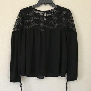 👗Bershka Black Lacey Top, Size M